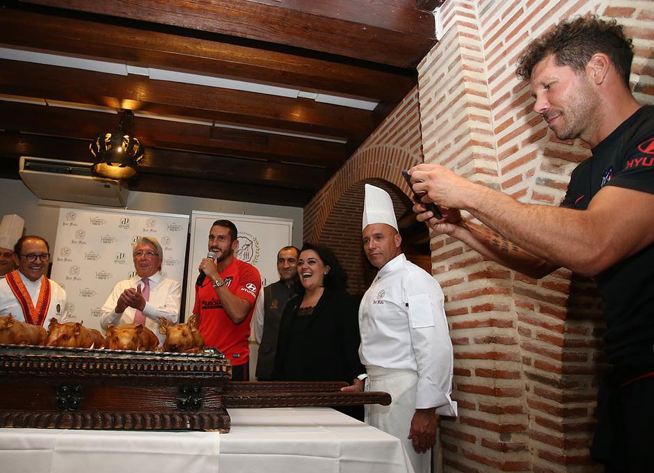 Temp. 19-20   Cena en el restaurante José María   Simeone
