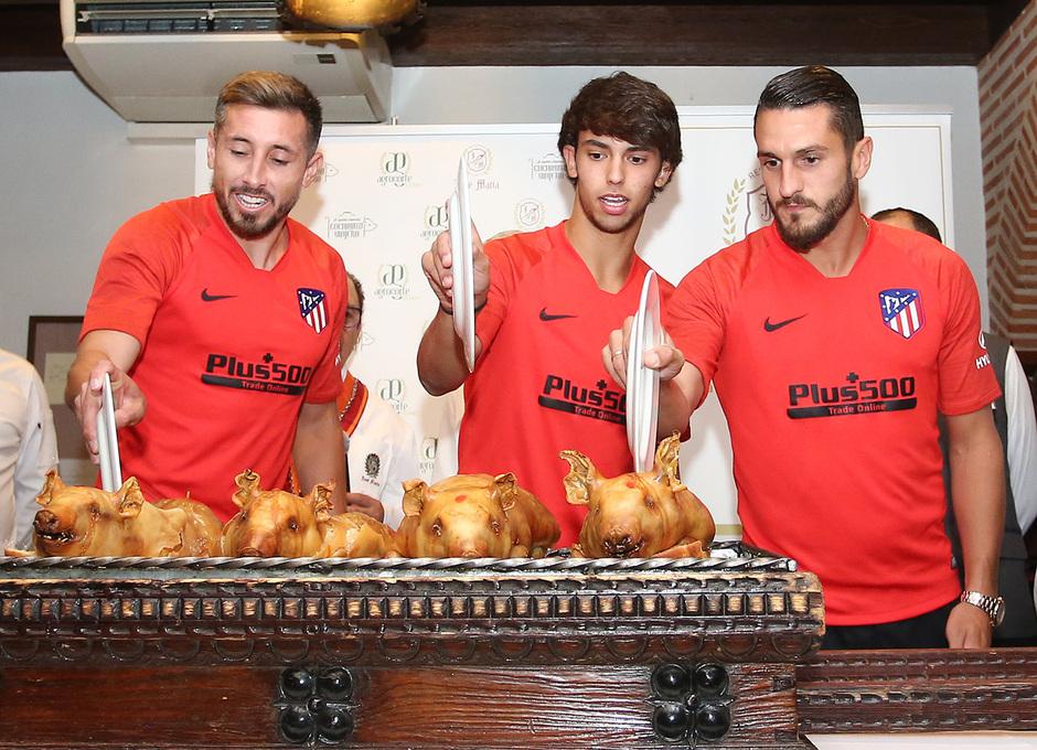 Temp. 19-20   Cena en el restaurante José María   Corte cochinillo