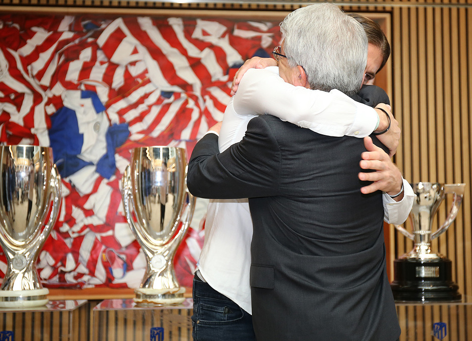Temporada 19/20 | Despedida Filipe Luis | Filipe Luis y Enrique Cerezo