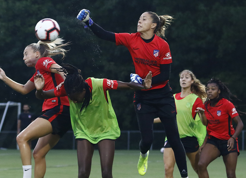 Temporada 19/20   Entrenamiento del Atlético femenino en Raleigh  Lola Gallardo