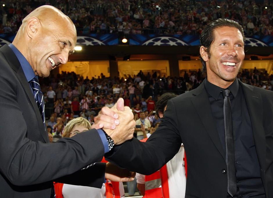 Temporada 2013/2014 Atlético de Madrid - Zenit Simeone y Spalletti saludándose