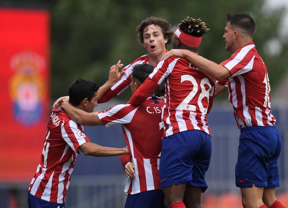 Los rojiblancos celebran uno de los goles ante Las Palmas Atlético