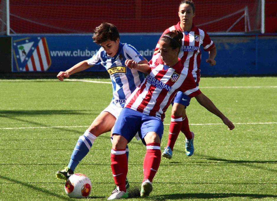 Temporada 2013-2014. Serrano pelea un balón en el partido ante la Real Sociedad