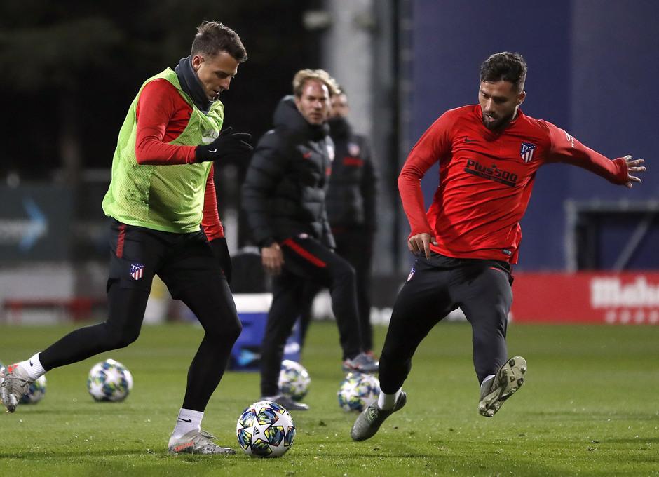 Entrenamiento en la Ciudad deportiva Wanda Atlético de Madrid 04-11-2019. Arias y Felipe.