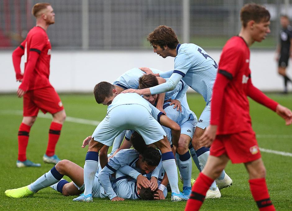 Temp. 19/20 | Youth League | Bayer Leverkusen-Atlético de Madrid Juvenil A | Celebración