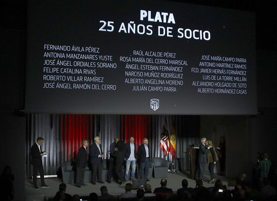 Temp. 19/20. Entrega de insignias socios 25 años.