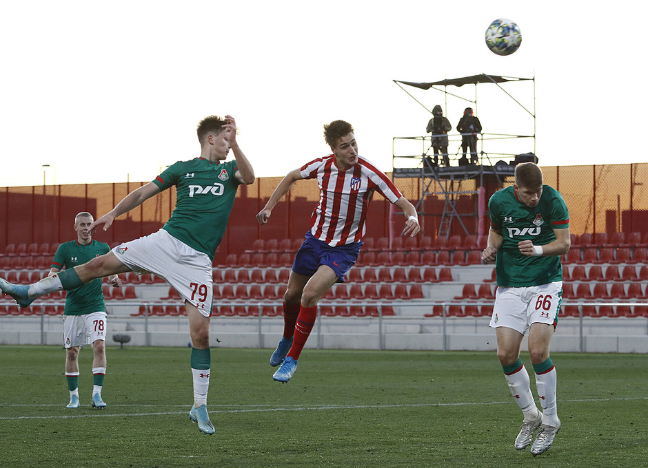 Temporada 19/20. Youth League. Atlético de Madrid Juvenil A - Lokomotiv. Tenas