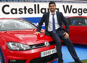 temporada 13/14. presentación Volksewagen. Diego Costa con su  Volkswagen en el estadio