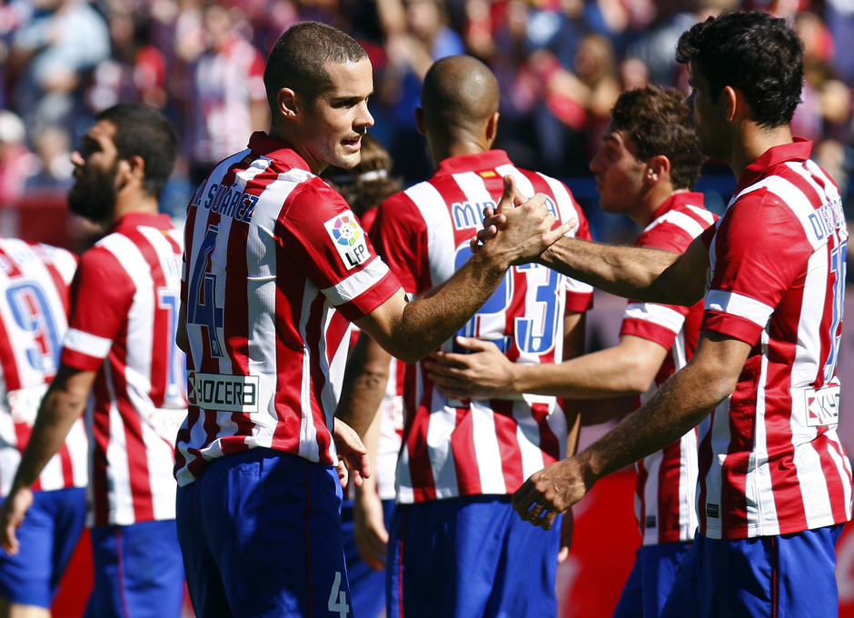 Temporada 13/14. Partido Atlético de Madrid-Celta. Vicente Calderón. Mario celebrando con Costa
