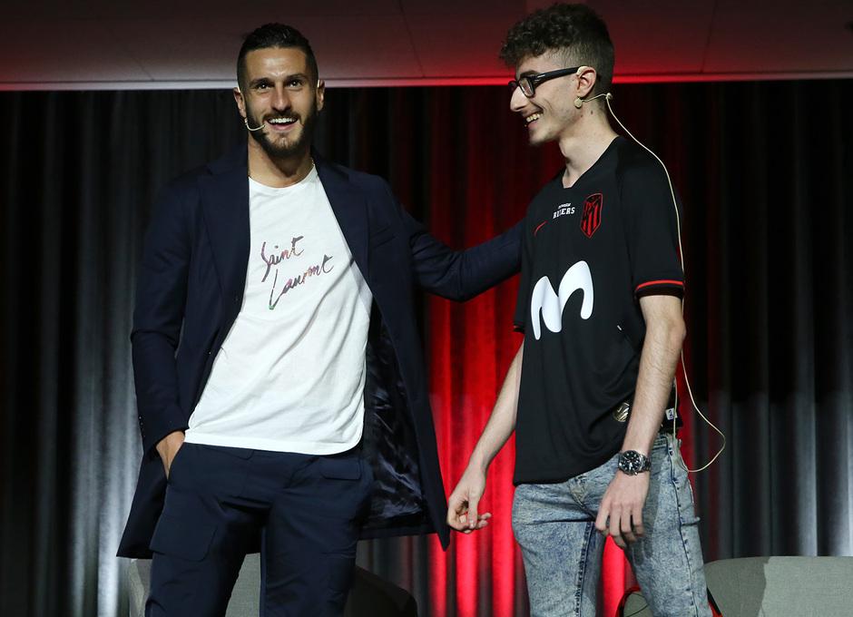 Temp. 19-20 | Presentación del Atlético de Madrid eSports en el Wanda Metropolitano | Koke y Andoni