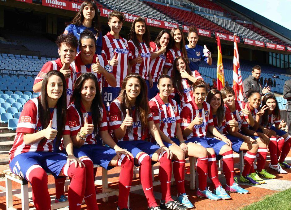 Temporada 2013-2014. Las jugadoras del primer equipo bromearon durante la sesión de fotos