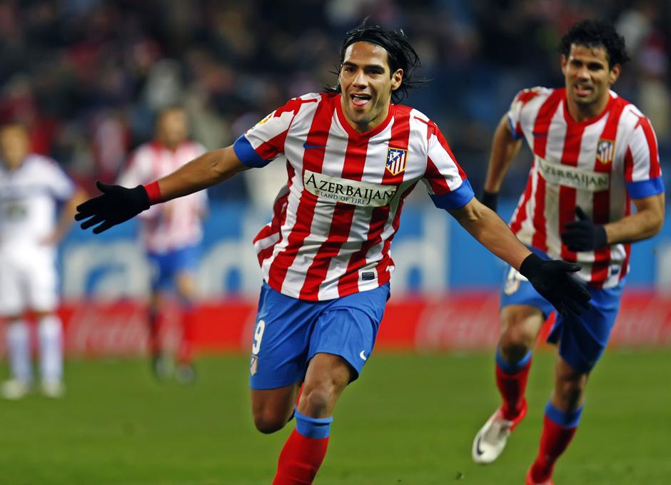 Temporada 12/13. Partido Atletico Deportivo de la Coruña, Falcao celebrando el segundo gol junto a Diego Costa