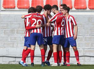 Temp 19/20   Atlético de Madrid B - Racing Ferrol   Piña celebración 3