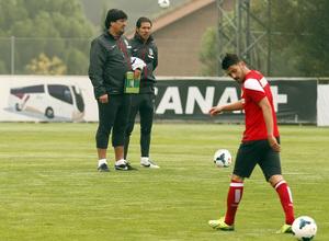 Temporada 13/14. Entrenamiento. Equipo entrenando en Majadahonda. Simeone y Burgos durante el entrenamiento