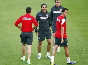 Temporada 13/14. Entrenamiento. Equipo entrenando en Majadahonda. Simeone sonriendo