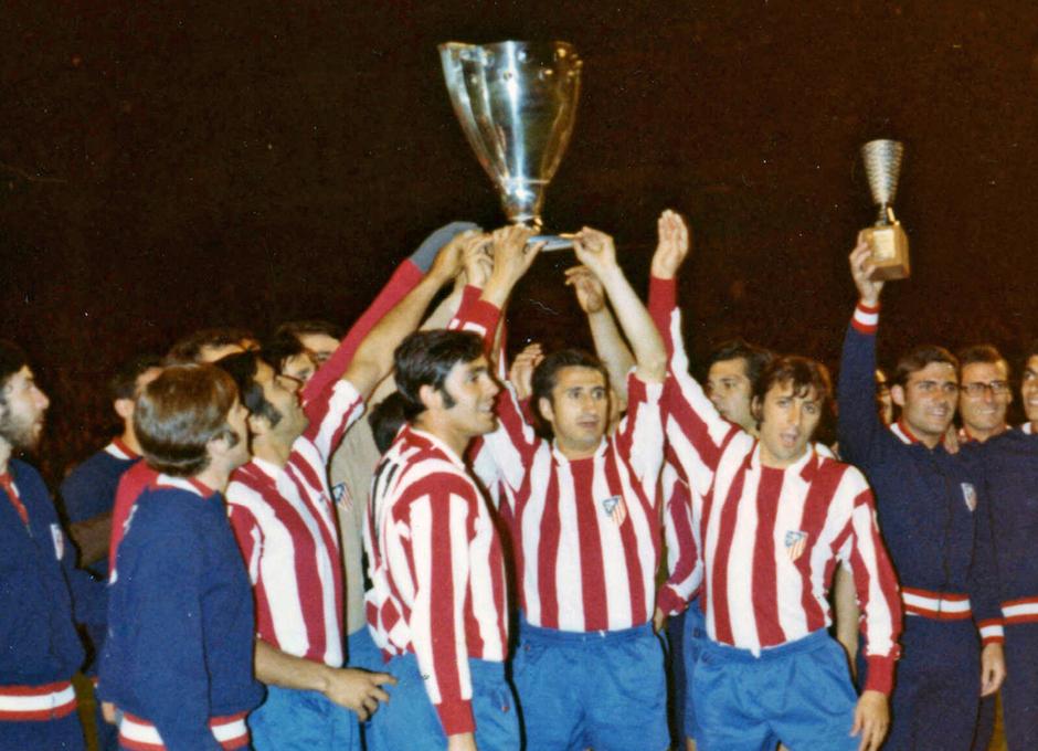 Temp. 1969-70 | Campeones de Liga  en Sabadell | Jugadores con la copa