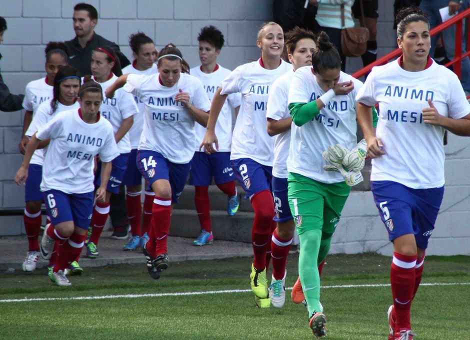 Temporada 2013-2014. Las jugadoras con camisetas de apoyo para Meseguer