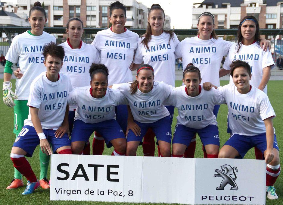 Temporada 2013-2014. Once del primer equipo del Féminas con camisetas de apoyo para Meseguer
