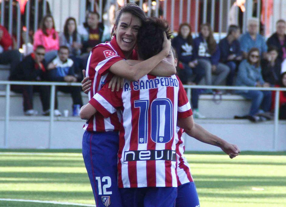 Temporada 2013-2014. Laura Ortega y Amanda celebran un gol
