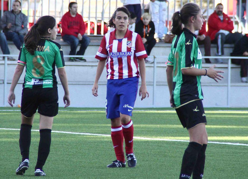 Temporada 2013-2014. Laura Ortega debutó ante el Oviedo Moderno en la Ciudad Deportiva