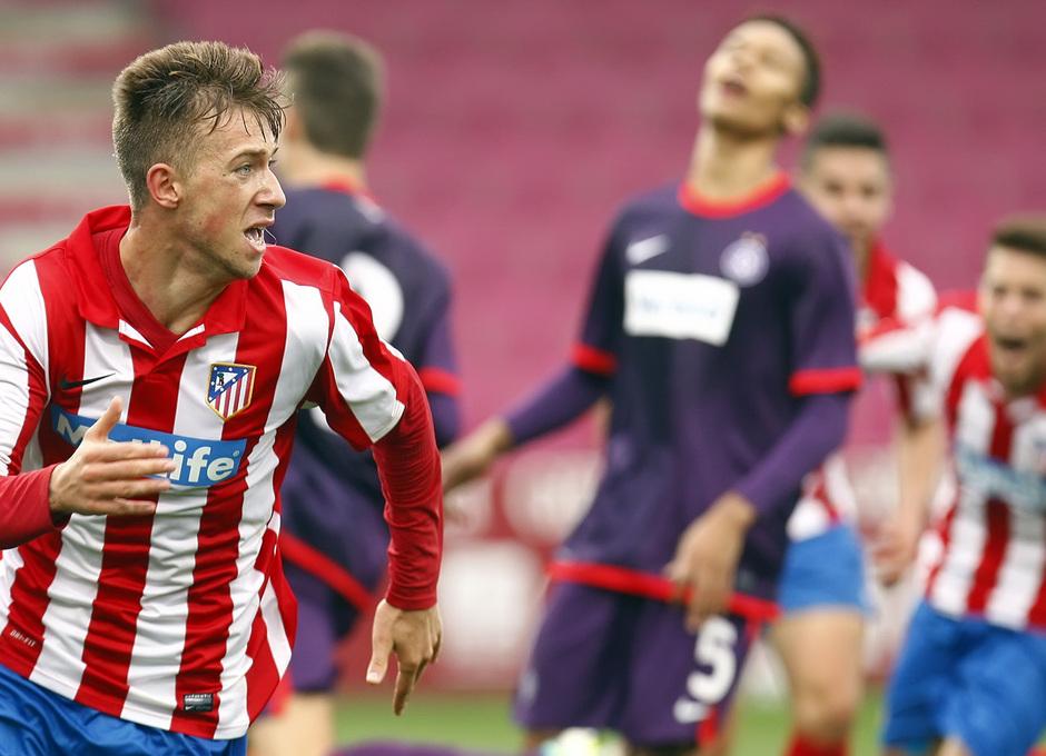 Roberto Núñez festeja el gol del definitivo empate a tres en el Austria Arena ante el conjunto vienés en la Youth League