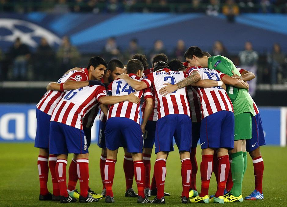 Los jugadores se conjuran antes de comenzar el encuentro