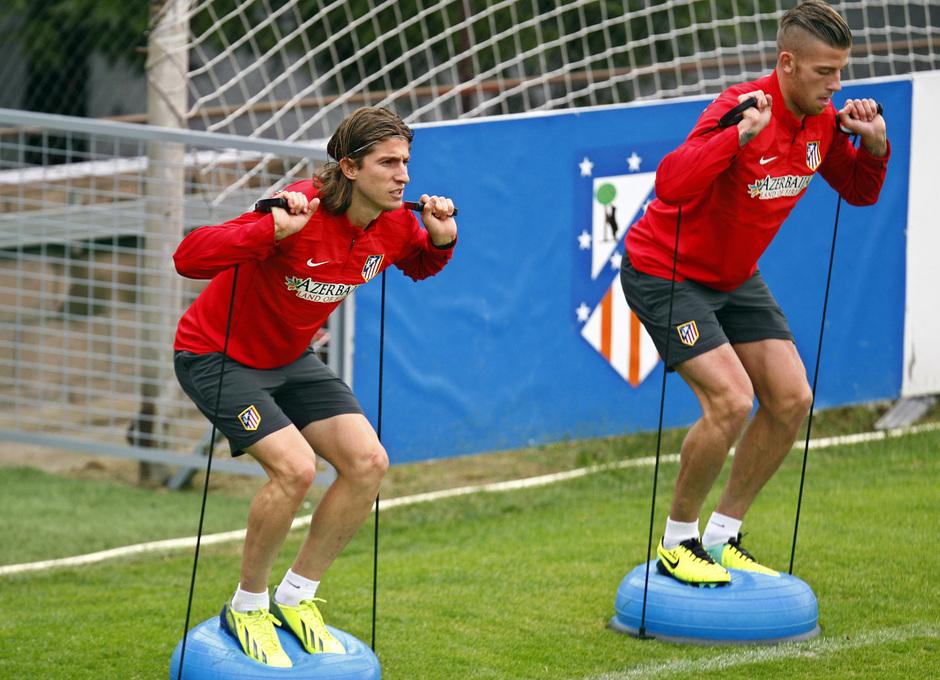 Temporada 13/14. Entrenamiento. Equipo entrenando en Majadahonda. Filipe y Alderweireld realizando ejercicios