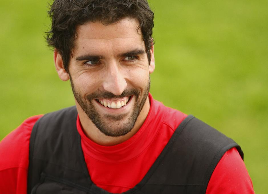 Temporada 13/14. Entrenamiento. Equipo entrenando en Majadahonda. Raúl García sonriendo