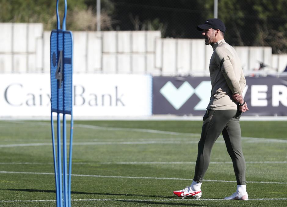 Temp. 20-21. Entrenamiento del primer equipo. Ciudad Deportiva Wanda. Simeone