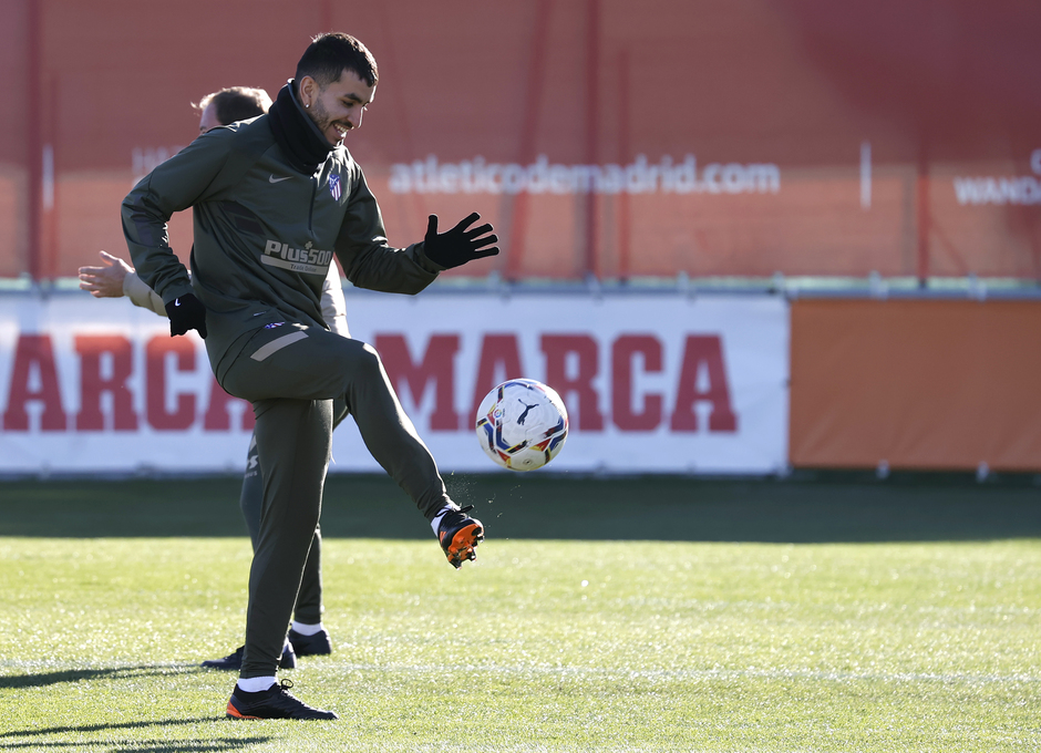 Temp. 20-21   Entrenamiento Atlético de Madrid   Correa