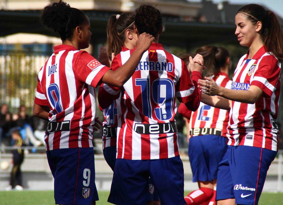 Temporada 2013-2014. Las jugadoras celebran el gol de Paula Serrano