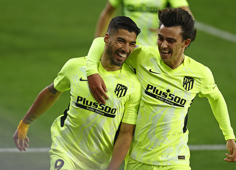 Temporada 20/21   Eibar - Atleti   Luis Suárez y Joao Félix