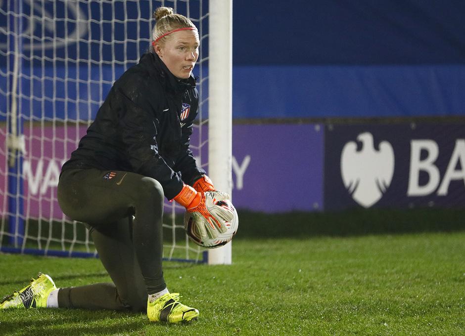 Temp. 20-21 | UWCL | Entrenamiento Chelsea-Atleti Femenino | Lindahl