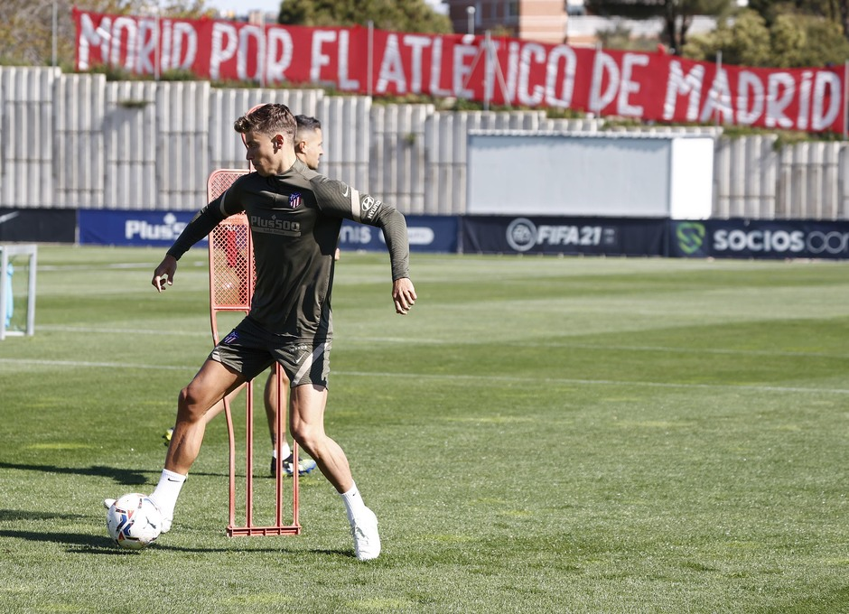 Temp. 20-21 | Entrenamiento Atlético de Madrid 17 abril | Llorente
