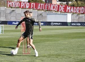 Temp. 20-21   Entrenamiento Atlético de Madrid 17 abril   Llorente