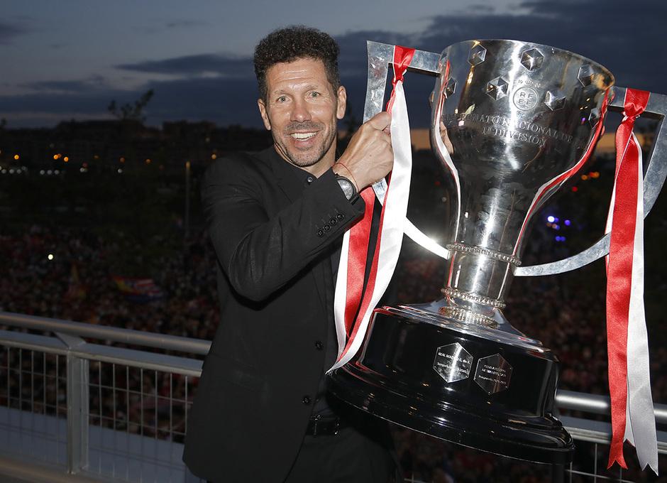 Simeone trofeo Liga | GALERÍA Y ADVIENTO 2021