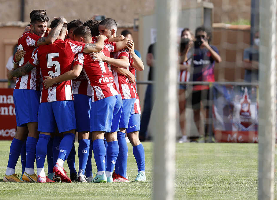 Los nuestros celebran el gol de Mario Soriano ante el Numancia
