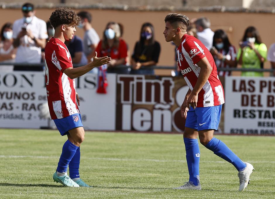 Giuliano celebra con Mario Soriano el gol con el que se abría el marcador