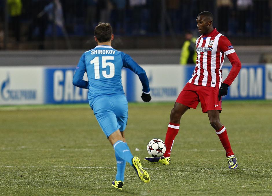Temporada 13/14. Champions League. Zenit - Atlético de Madrid. Guilavogui controlando el balón
