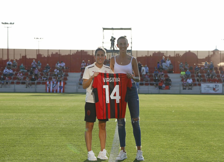 Temp 21/22 | Atleti Femenino - AC Milán | Entrega camiseta Virginia