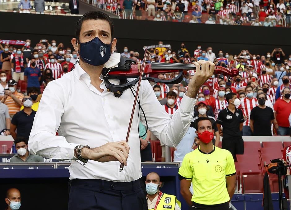 Temp 21/22 | Atlético de Madrid - Elche | Homenaje | Violinista