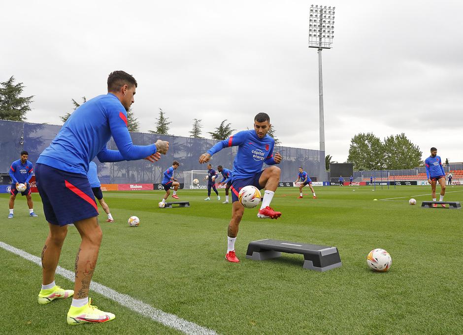 Temporada 2021/22 | Entrenamiento 24/09/21 | Giménez y Correa