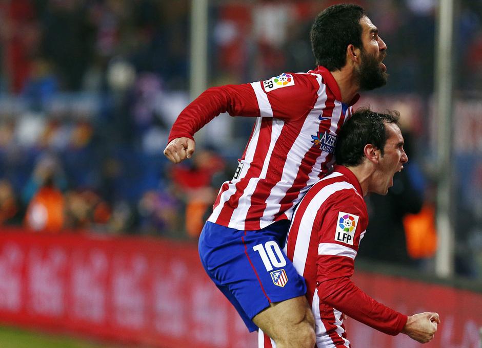 temporada 13/14. Partido Atlético de Madrid- Levante. Arda y Godín celebrando un gol