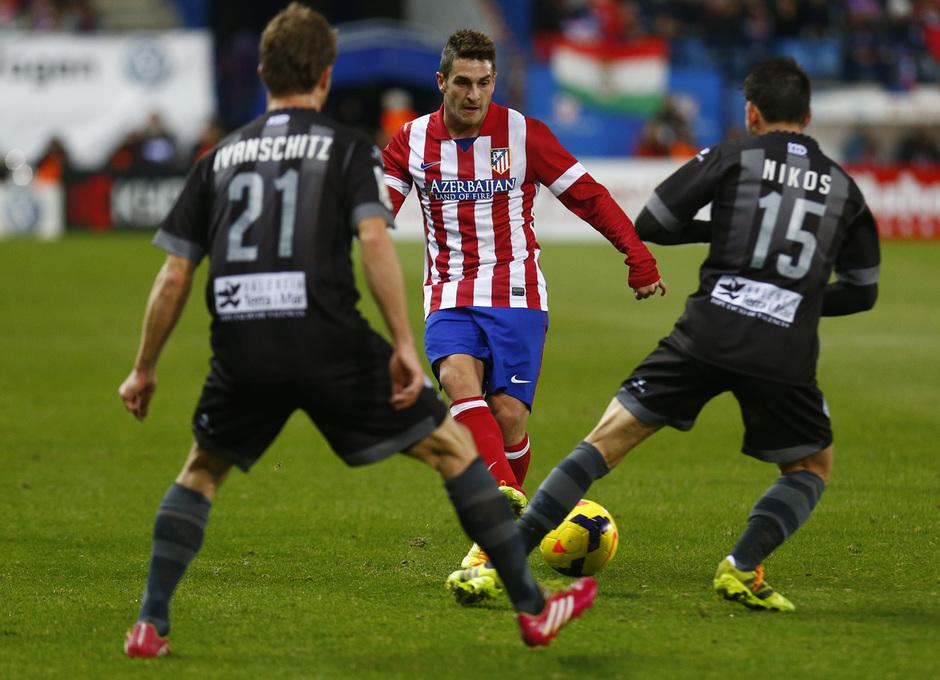 temporada 13/14. Partido Atlético de Madrid- Levante.  Koke con el balón