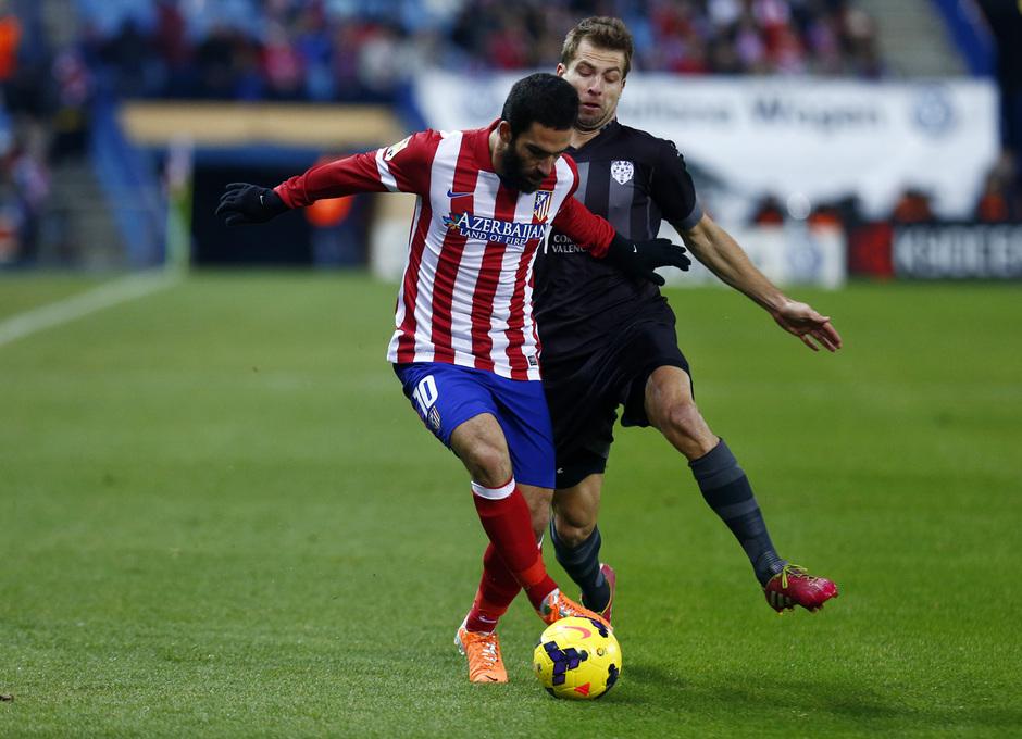 temporada 13/14. Partido Atlético de Madrid- Levante.  Arda con el balón