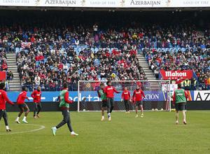 temporada 13/14. Equipo entrenando en el Calderón.Godín y Tiago luchando un balón el entrenamiento