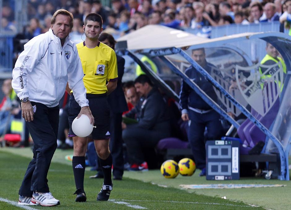 Temporada 13/14 Liga BBVA Málaga - Atlético de Madrid. Schuster, en el área técnica.