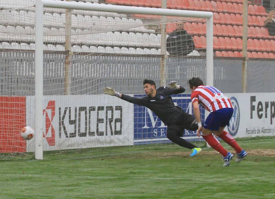 Aquino cabecea a la red el gol con el que el Atlético B derrotó al Getafe B en la Ciudad Deportiva