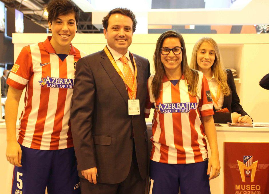 Temporada 2013-2014. Las jugadoras en el stand del Museo del Atlético de Madrid