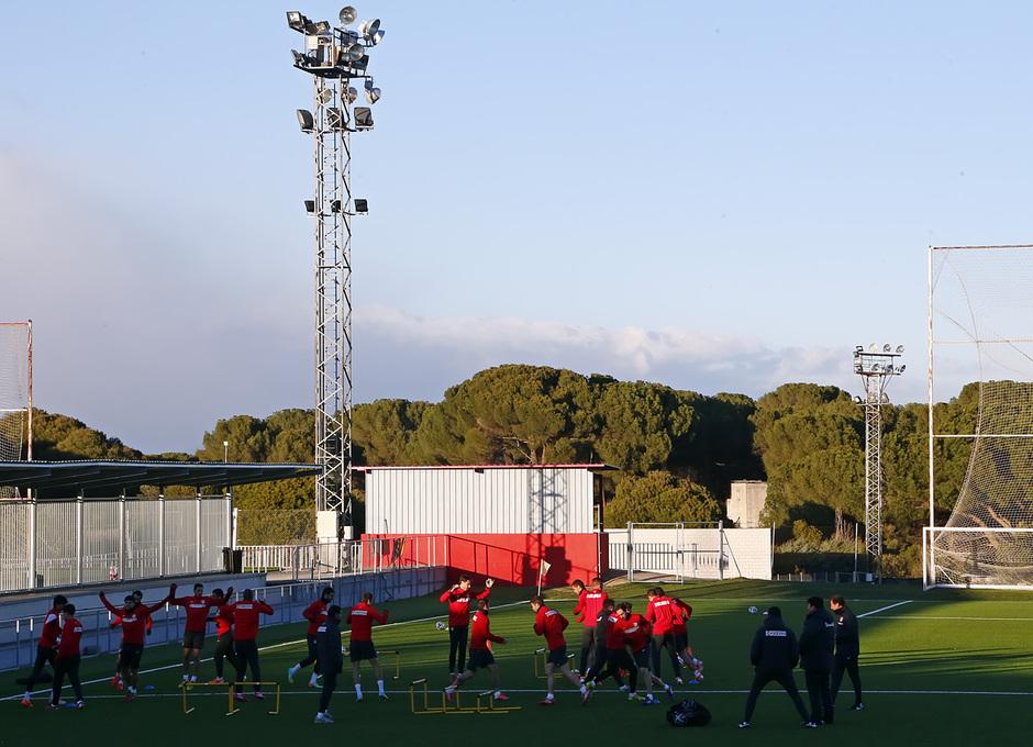 temporada 13/14. Entrenamiento en la Ciudad deportiva de Majadahonda. Equipo entrenando en el campo de césped sintético